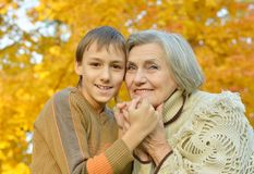Grand-mère avec le fils Image stock