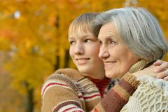 Grand-mère avec le garçon Photos libres de droits