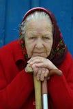 Grand-mère avec une canne Photographie stock libre de droits