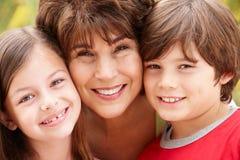 Grand-mère et enfants hispaniques Photo stock