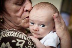 Grand-mère et petit-fils nouveau-né Images libres de droits