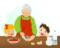 Grand-mère préparant le gâteau Image libre de droits