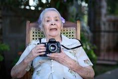 Grand-maman avec l'appareil-photo Photo libre de droits