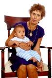 Grand-maman grande avec la chéri photo stock