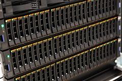 Grand meuble pour disques de San dans le support chez Datacenter photographie stock libre de droits