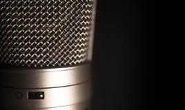 Grand microphone professionnel d'enregistrement de voix de studio de diaphragme images stock