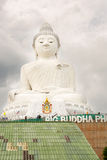 Grand monument de Bouddha sur l'île de Phuket en Thaïlande Photo stock