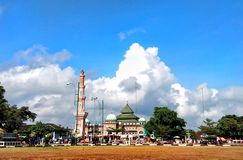 The grand mosque of An-Nur. BANJARNEGARA, INDONESIA, OCTOBER 28, 2018 : The view of An Nur& x27;s grand mosque building is very beautiful with blue sky in the royalty free stock photography