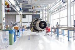 Grand moteur d'avion pendant l'entretien Photos libres de droits