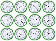 Grand, mur, horloge analogue d'isolement sur le fond blanc Images stock