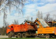 Grand nettoyage de la ville, nettoyage la voie après l'hiver Photographie stock