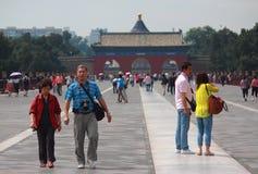 Grand nombre des touristes chinois au sujet de la canalisation Photos stock