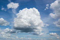 Grand nuage volumétrique en ciel Image libre de droits
