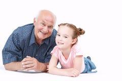 Grand-père ayant l'amusement avec sa petite-fille Photo stock
