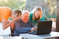 Grand-père désespéré image stock