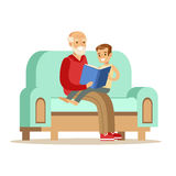 Grand-père et garçon lisant un livre, une partie de grands-parents ayant l'amusement avec la série de petits-enfants illustration de vecteur