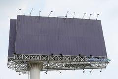Grand panneau d'affichage au centre de la ville Il n'y a aucun texte Photo libre de droits