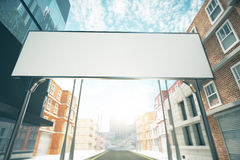Grand panneau d'affichage vide au-dessus de la route entre les bâtiments illustration de vecteur