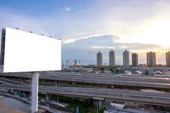 grand panneau d'affichage vide prêt pour la nouvelle publicité Images stock