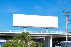 grand panneau d'affichage vide prêt pour la nouvelle publicité Photos stock
