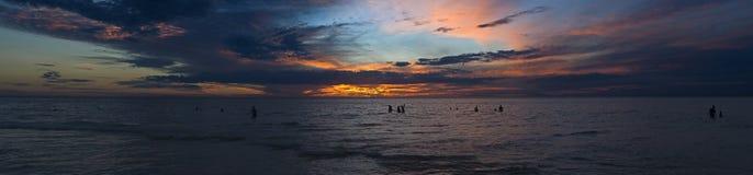 Grand panorama de coucher du soleil d'océan Image libre de droits
