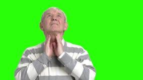 Grand-papa ayant la douleur dans son cou clips vidéos