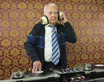 Grand-papa DJ image stock