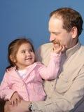 Grand-papa et enfant affectueux Photo stock