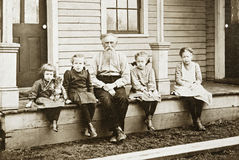 Grand-papa et petite-filles Photos stock