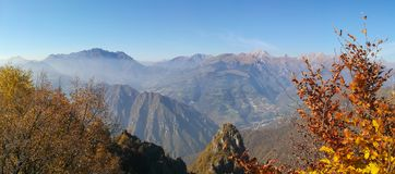 Grand paysage sur les Alpes d'Orobie dans l'automne Vue des plus hautes montagnes comprenant Arera photo libre de droits