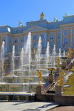 Grand Peterhof Palace and fountains with gold-plated sculpture o Royalty Free Stock Photos