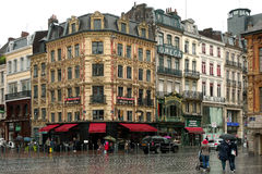 Grand Place à Lille, France le jour pluvieux Images libres de droits