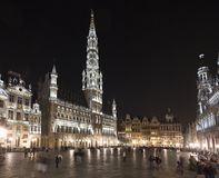 Grand Place nachts, Brüssel, Belgien. Stockfotos