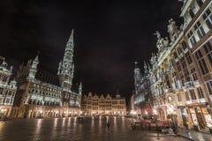 Grand Place von Brüssel, Belgien - gestalten Sie landschaftlich (Nachtaufnahme) Stockfotos