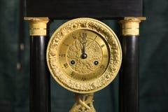 Grand plan rapproché de montre d'or de vintage Photo stock