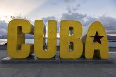 Grand point de repère jaune Santiago Waterfront des textes de signe du Cuba photo libre de droits