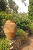 Grand pot en céramique de terre cuite en parc Jardin botanique de Taormina L'île de la Sicile, Italie images libres de droits