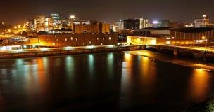 Grand Rapids, MI bij nacht Stock Afbeelding