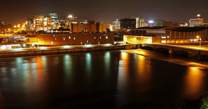 Grand Rapids, MI la nuit Image stock