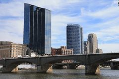 Grand Rapids, Michigan im Stadtzentrum gelegen lizenzfreie stockfotos