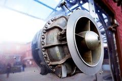 Grand a rayé la pièce en métal du mécanisme industriel La réflexion en métal Images stock