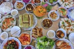Grand repas vietnamien des vacances de Tet photo stock