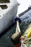Grand revêtement de croisière dans le port d'Istanbul Images stock