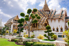 Grand Royal Palace (Phra Borom Maha Ratcha Wang) with bonsai tre Stock Photos