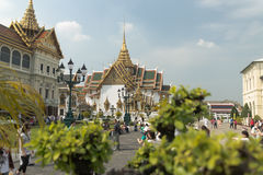 The grand royal palace and Temple of the Emerald Buddha in Bangkok Stock Photography