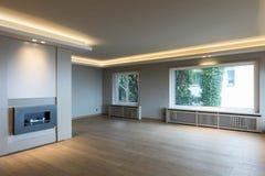 Grand salon en appartement moderne photographie stock libre de droits