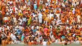 Grand se baigner indou de Kumbh Mela Photos libres de droits