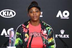 Grand Slam-Kampioen Serena Williams van de V.S. tijdens persconferentie na haar loos in de gelijke van de het Australian Openkwar stock fotografie