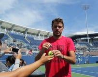 Grand Slam-Meister Stanislas Wawrinka von unterzeichnenden Autogrammen der Schweiz nach Praxis für US Open Lizenzfreie Stockfotografie