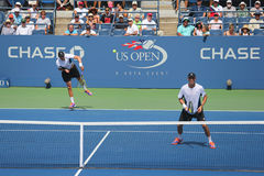 Grand Slam verficht Mike und Bob Bryan während des US Open 2014 runde 3 Doppelte passen zusammen Stockfotos